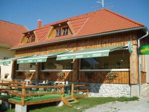 Restaurace penzionu Eder, ve kterém se dobře nají všichni hosté, ale i turistié
