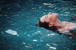 Když se v apartmánech ubytujete v létě, na zahradě si vychutnáte bazén se slanou vodou.
