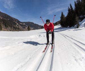 Běžky na Lipno s sebou. Kolem našeho ubytování jsou upravované trasy a ve ski areálech jakbysmet.