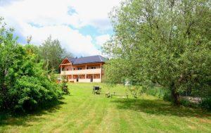 Ubytování v soukromí v apartmánech na kraji vesnice Hůrka, kde si s rodinou užijete spoustu zábavy.