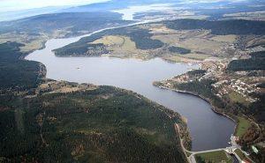 Pohled na přehradu a vpravo Lipno nad Vltavou. Někde vzadu na vás čeká Hůrka s Ubytováním na jedničku. :)