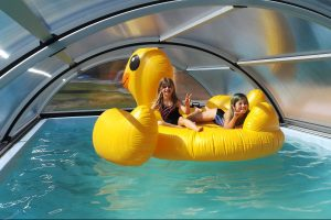 Ve vyhřívaném bazénu můžou být děti klidně celý den.