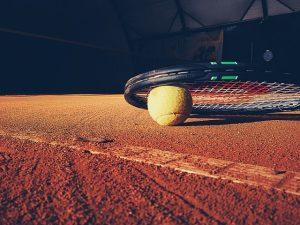 Tenis je klasa. Na Lipně máte hned několik možností, kde si užít pár výměn.