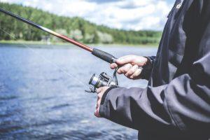 Nahodit a relax! Rybaření na Lipně je zážitek. Půjčte si motorový člun a je ještě větší.