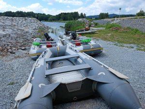 Půjčovna motorových člunů na novém kotvišti na Lipně.
